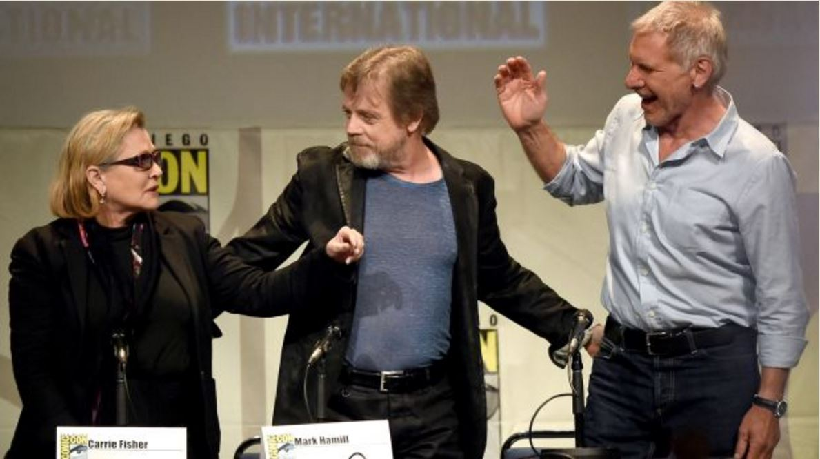 Carrie Fisher, Mark y Harrison Ford en la Comic Con. Foto: AFP