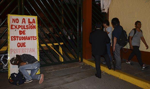 Varios de los que protestaban han sido detenidos por la Policía. Foto: La República