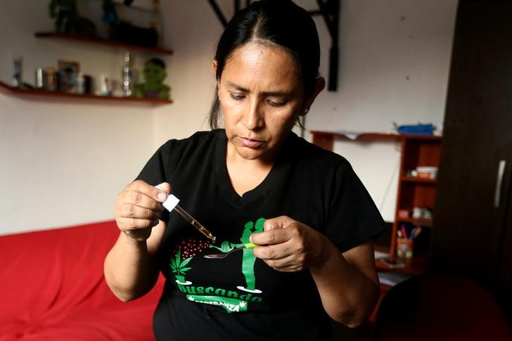 El aceite que Ana medicaba a su hijo. Imagen: Reuters