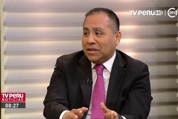 Carlos ahora tiene su propio estudio. Parecía que podía ayudar. Imagen: captura TV Perú