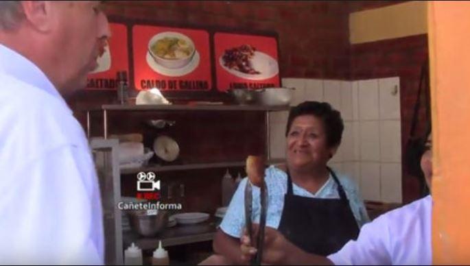 La señora Lidia Cisneros, la mujer que ha hecho más por el Perú que Alfredito. Foto: Captura