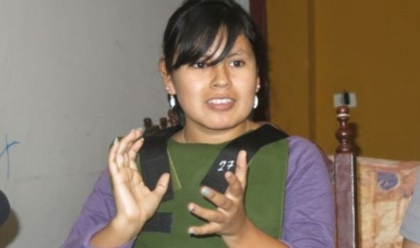 Fiorela Nolasco, hija del asesinado exregidor, exigió la sanción de los responsables de la excarcelación de Goro. Foto: América TV