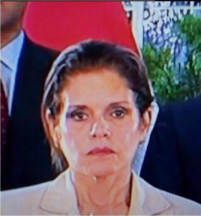 Meche por dentro durante el discurso presidencial.