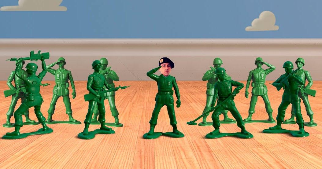 Los envidiosos dirán que son soldaditos de juguetes pero en realidad están con uniforme de camuflaje.  Edición: Diego Pereira